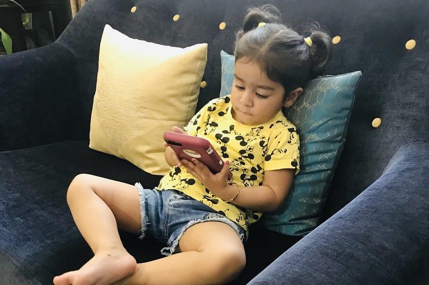 बच्चों के लिए खतरनाक है मोबाइल फोन ...