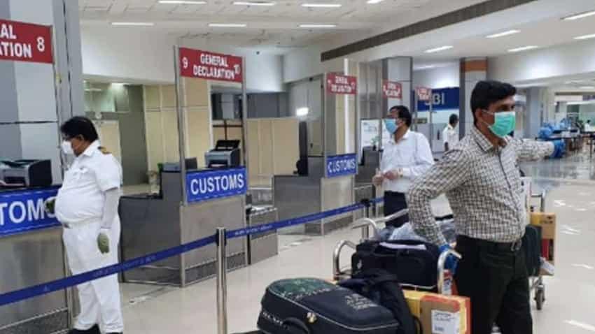 Coronavirus New Strain: ब्रिटेन से गुजरात लौटे चार पैसेंजर कोरोनावायरस के  नये स्ट्रेन से संक्रमित, भेजा गया हॉस्पिटल   Zee Business Hindi
