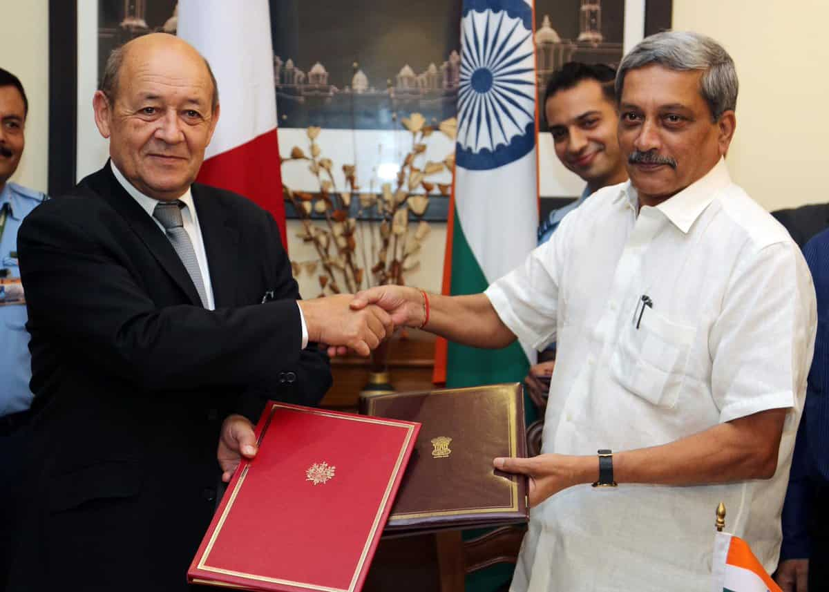 India signs deal with France to buy 36 Rafale fighter jets