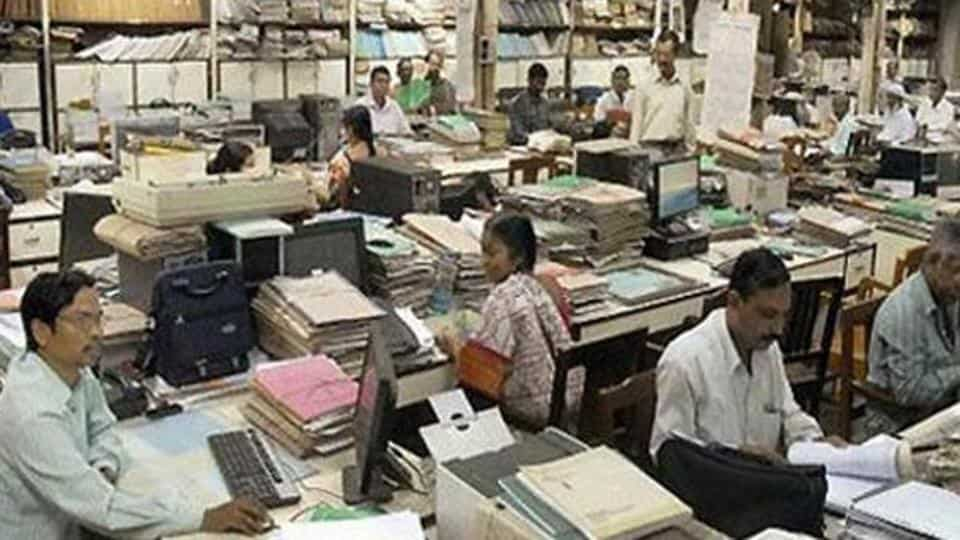 Government employees retirement age raised from 60 to 62