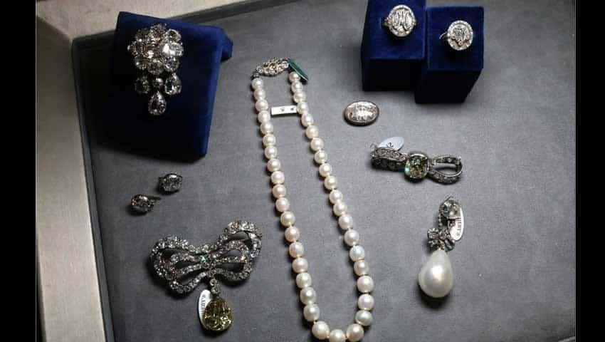 Marie Antoinette Jewellry Auction: Record for a sale of royal jewels