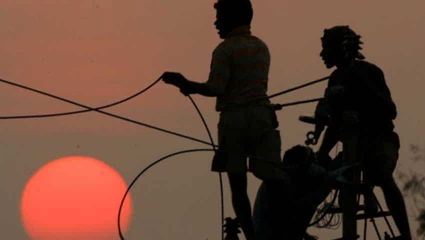Apply Aadhaar-linked DBT to electricity users availing subsidies