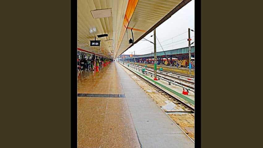 Indian Railways: New Delhi Railway Station Skywalk