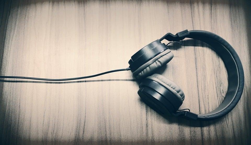 Wired headphones:
