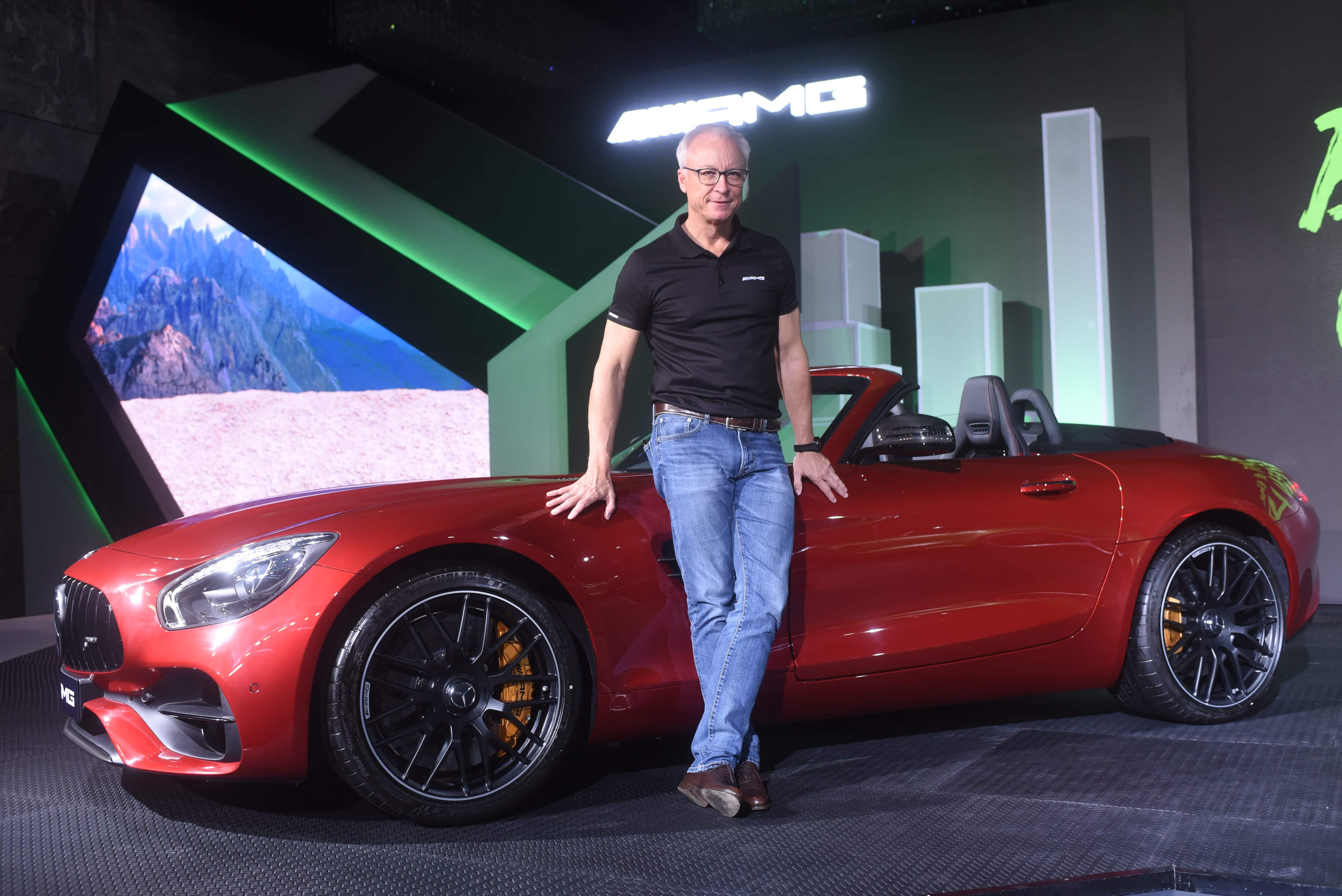 Mercedes Benz Launches Amg Gt R Amg Gt Roadster In India Price Starting At Rs 2 19 Crore Zee Business