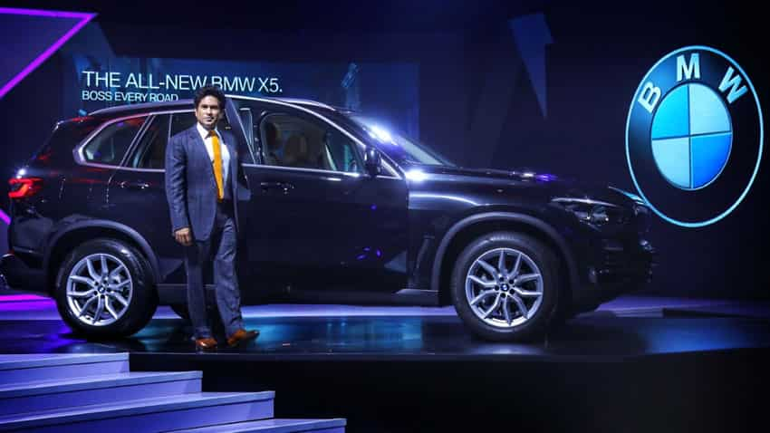 BMW X5 is available in two diesel models – BMW X5 xDrive30d Sport and BMW X5 xDrive30d xLine.