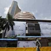 IT stocks fall up to 3% on strengthening rupee