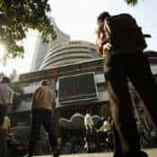Sensex down 800 pts, Gold price hits life-time high at Rs 43,000