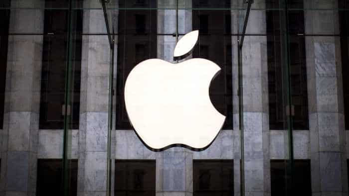 Apple CEO Tim Cook urges Bloomberg to retract spying chips story