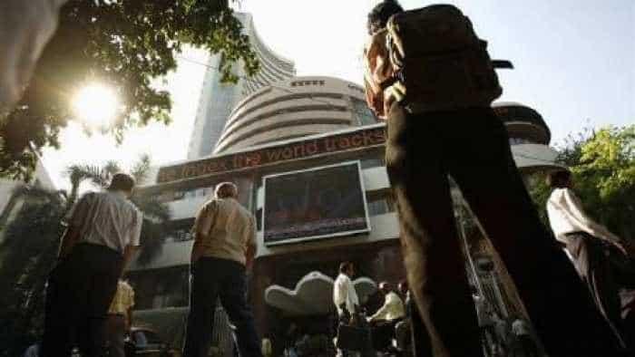 IT stocks fall on stronger rupee