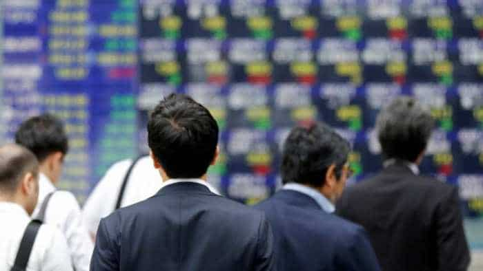 Asia shares inch up, Fed caution curbs dollar