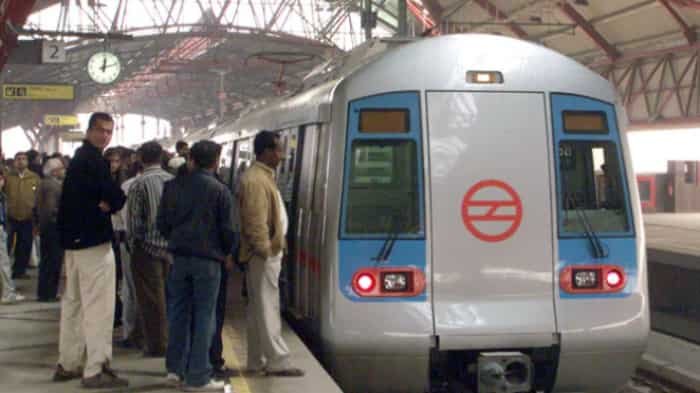DMRC appeals GOT fans to not spoil finale, requests to use earphones on-board Metro