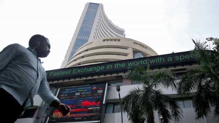 Stock Market: Sensex, Nifty dip on weak Wall Street sentiments; SBI, Tech Mahindra, Infosys stocks crash
