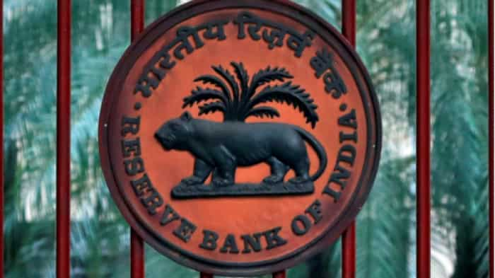 """RBI imposes 1 cr penalty on SBI for """"deficiencies"""" in regulatory compliance"""