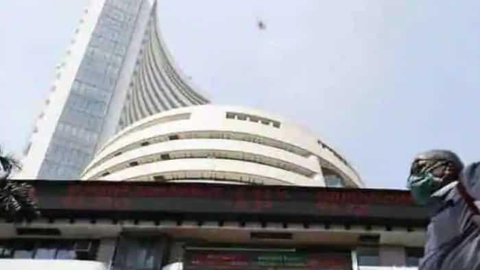 Sensex in red, Nifty below 18,400; Hindalco, Coal India drag