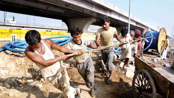 438 infra projects show cost overrun of Rs 4.3 lakh crore