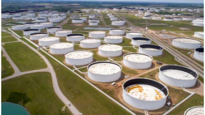 Oil drops 1% as U.S. stockpiles sap rally