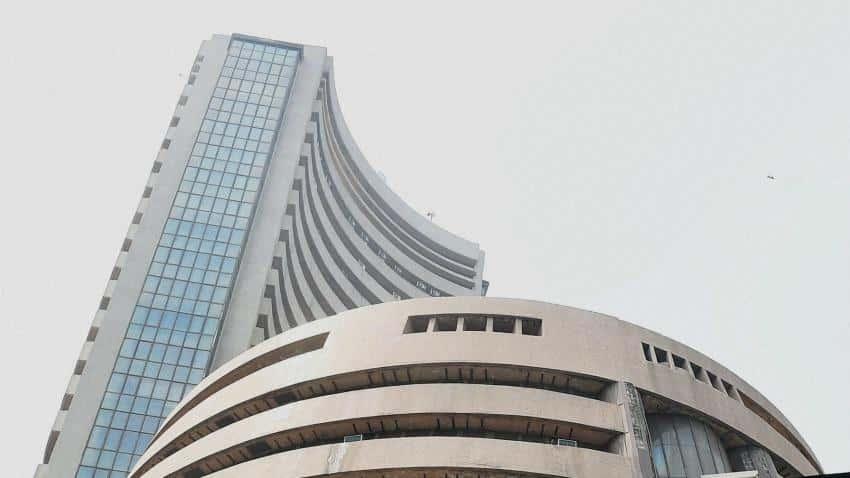 Sensex gains on big RBI rate cut hopes