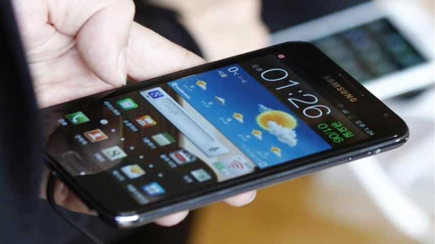 Samsung to sell smartphones at Re 1