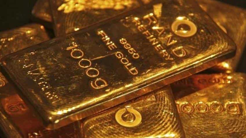 Gold heads for biggest weekly drop in eight weeks on Fed rate outlook