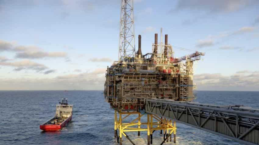 Oil dips back below $50 on economic worries
