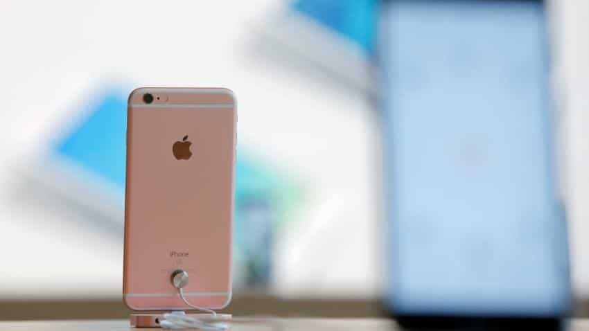 Apple only smartphone maker among top five to post decline in volumes