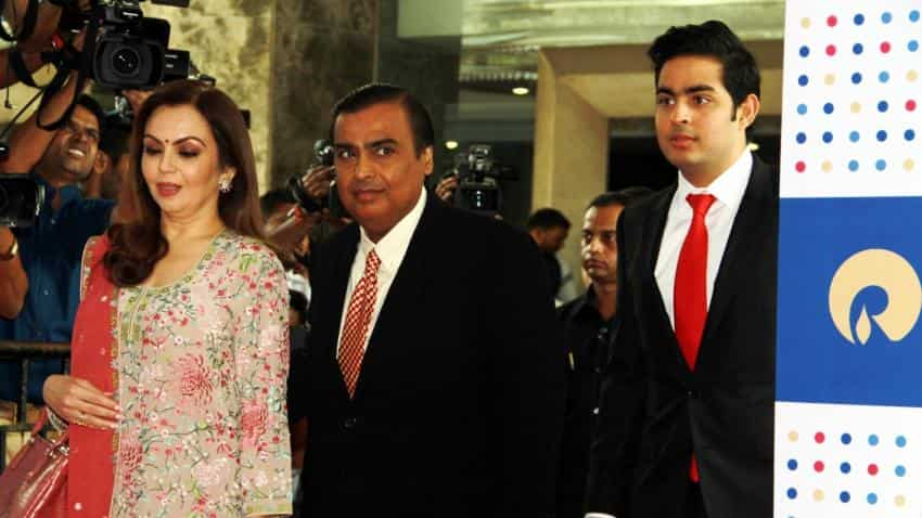 WATCH: Top 5 stories of this night; From Mukesh Ambani unveiling Reliance Jio plans to GM India recalling 22,000 Chevrolet Cruze