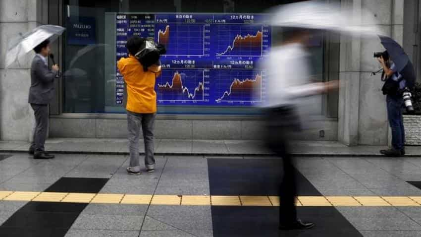 Asian stocks dip before US jobs report, dollar nurses losses