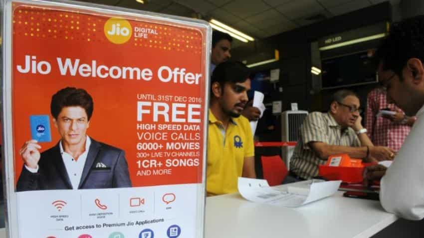 Mobile price wars as Mukesh Ambani pledges free 4G