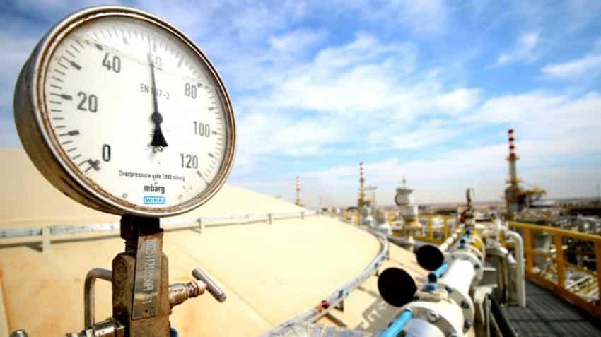 Global oil glut set to last at least until mid-2017: IEA