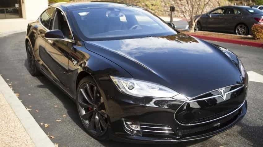 Tesla rolls out security patch for bugs in Model S sedan's software