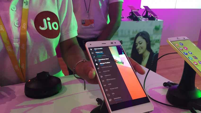 Reliance Jio breaks into top 10 days after commercial launch