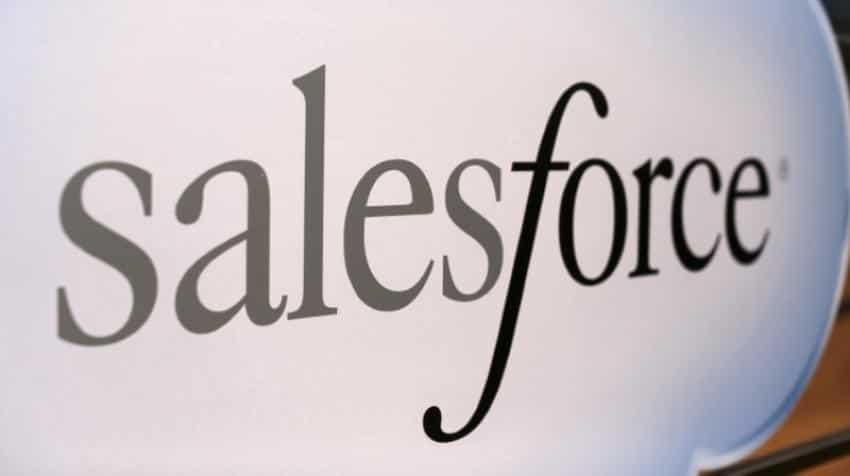 Salesforce still mulls bid for Twitter as shareholders resist