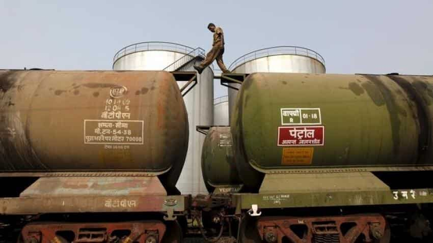 India's Sept Iran oil imports fall 4.1% on Aug, says shipping data