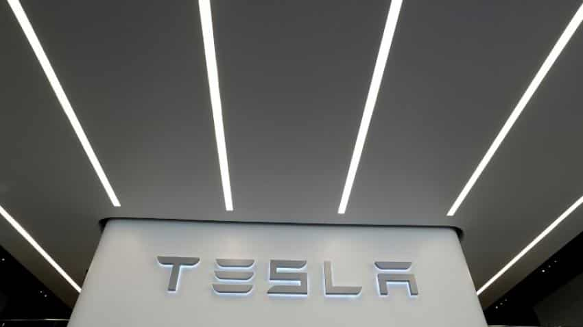 Tesla defends plan to acquire renewable energy firm SolarCity