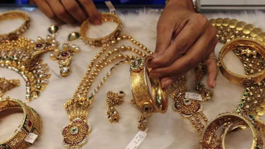 Buyers head to market for gold; prices zoom Rs 34000/10 gms