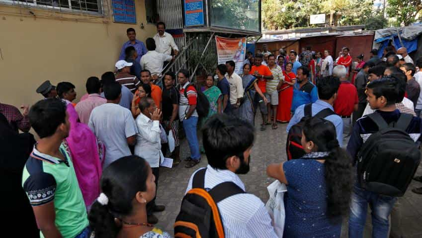 Huge queues gather outside banks to exchange old Rs 500, 1000 notes