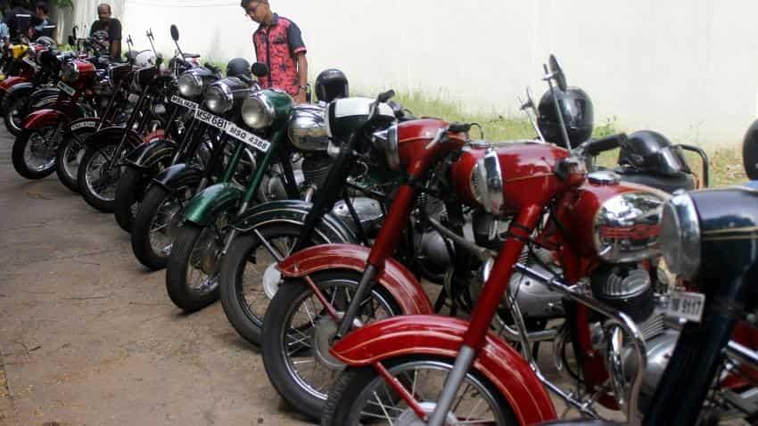 Demonetisation impact: Car, bike sales to feel the heat