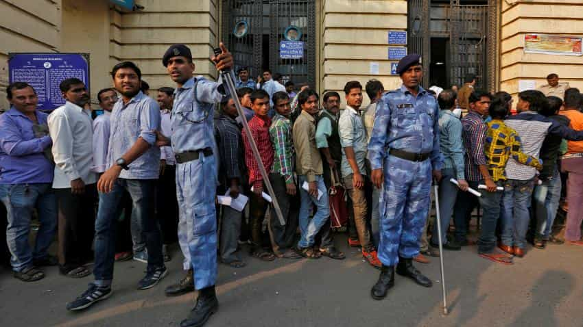 Demonitisation aftermath: Chaos grows, queues get longer at banks, ATMs on weekend