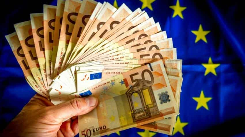 EU says Italy at risk of breaking budget rules