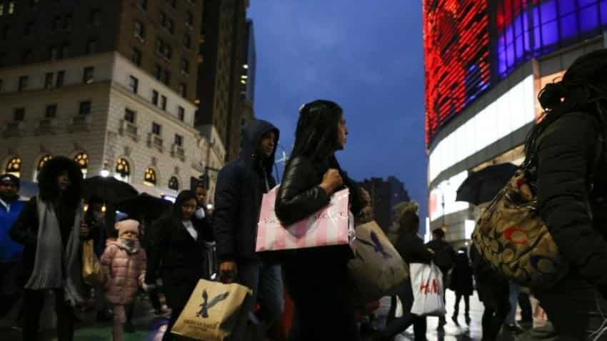 Mobile use drives US holiday shopping gains