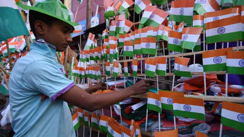 Republic Day 2017: 10 WhatsApp messages to send to your loved ones and family