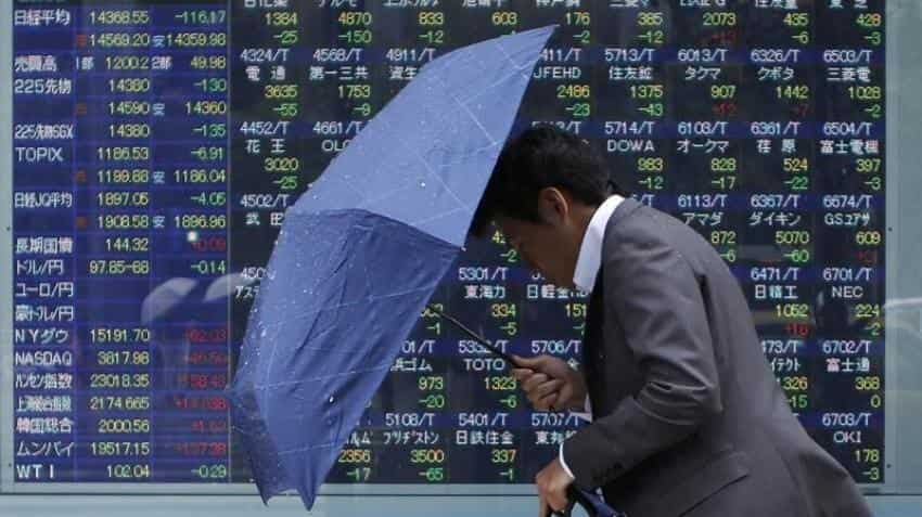 Asia stocks subdued as economic, political uncertainty hits