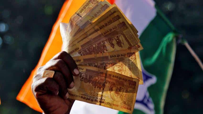 Rupee drops 7 paise against US dollar