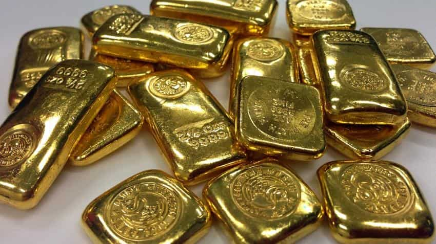 Gold hits 4-month high, climbs Rs 325 on firm global cues
