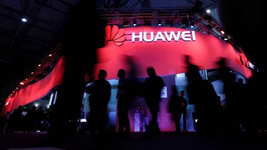 Huawei launches budget version of flagship smartphone P10