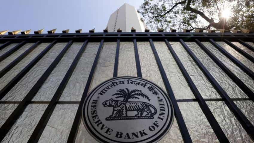 RBI doesn't target any range on rupee: Deputy Governor Mundra