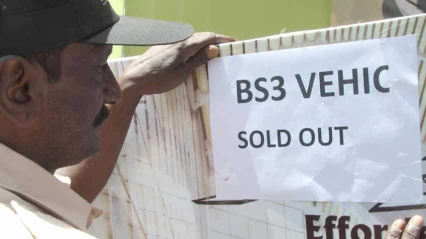 huge discounts on bs iii two wheelers leave dealerships sold out zee business. Black Bedroom Furniture Sets. Home Design Ideas