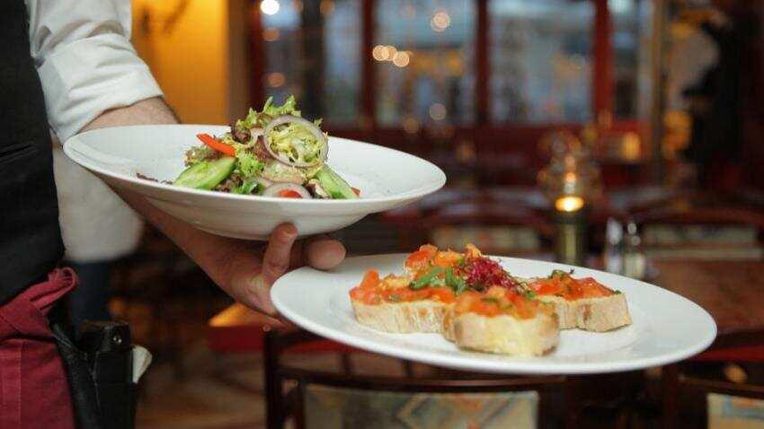 Restaurants cannot decide service charge, Govt says