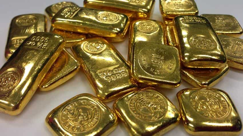Gold hits six-week low after Fed fuels dollar rally